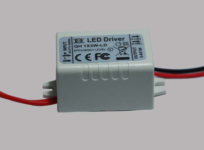 700ma 3w power constant current source led driver (100~240v.